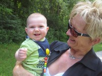 ELIAS mit Oma ANITA