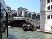 Vom Vaporetto aus - die Rialto Brücke