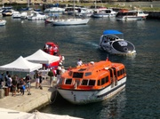 Tenderboot zum Kreuzfahrtschiff