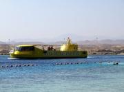 Ein Glasboot kommt auf Besuch