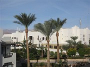 Blick zum Hauptgebäude